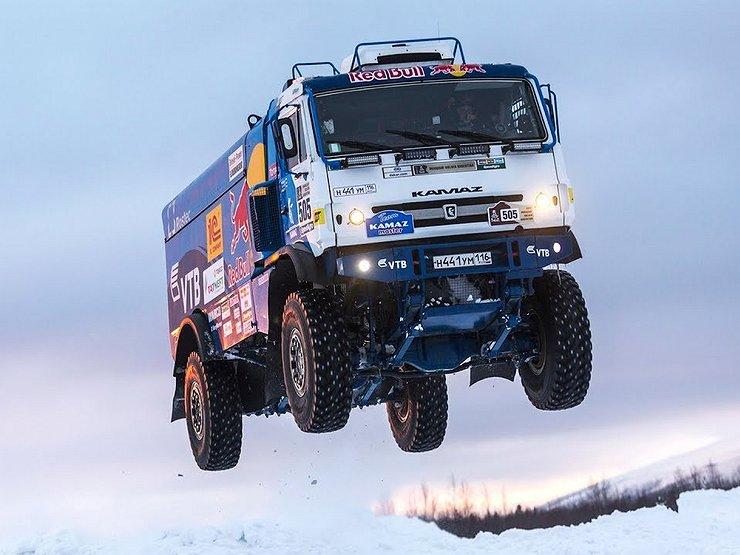Продажи фургонов на русском рынке вначале весны увеличились наполовину
