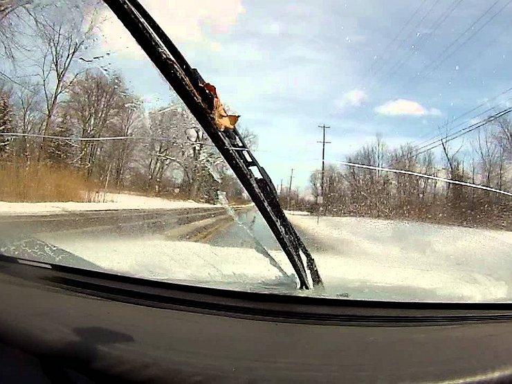 Как зимой бороться с появлением трещин на лобовом стекле