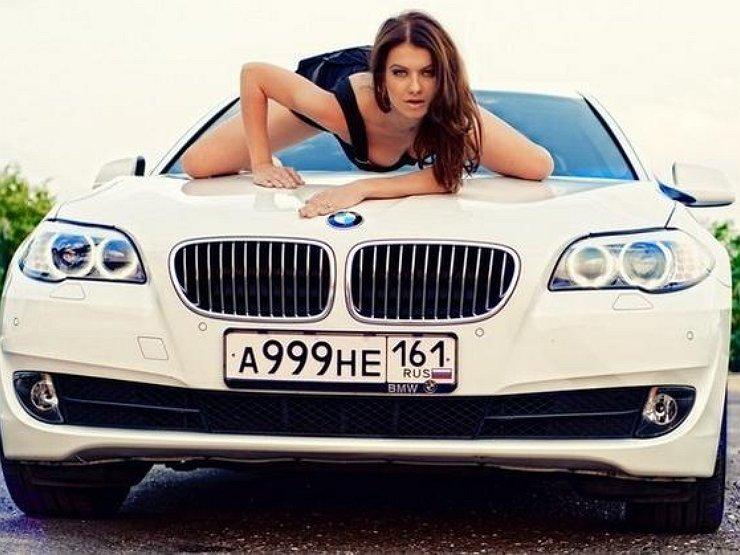 Блондинка за рулем: любовь к красивым номерам