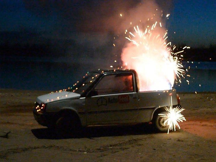Штраф за фейерверк: что будет, если в машину попадет петарда - Общество -  АвтоВзгляд