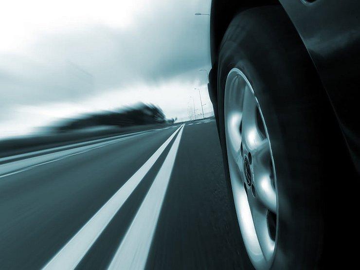 5 причин, почему машину уводит в сторону с прямой траектории движения