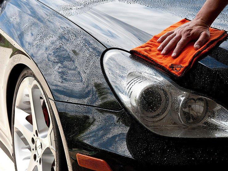 Что вреднее для кузова машины — зимние реагенты или летние насекомые