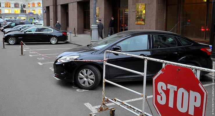 Кому разрешат везде парковаться бесплатно