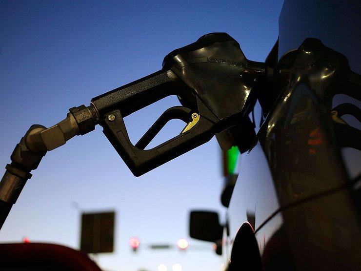 До какого числа не будет дорожать бензин
