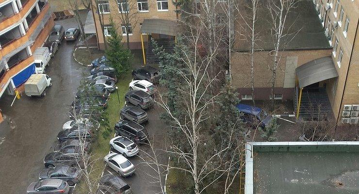 Платная парковка водворах вводиться небудет