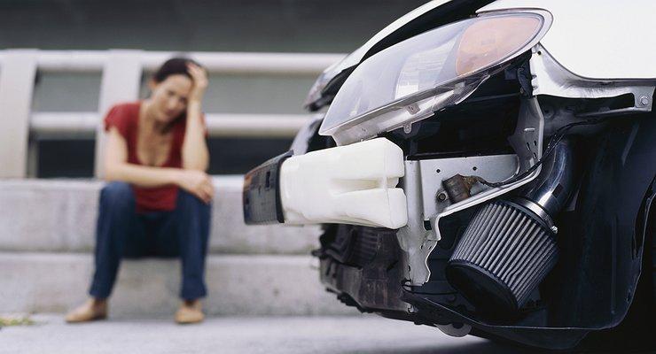 Что делать, если выповредили чужой припаркованный автомобиль