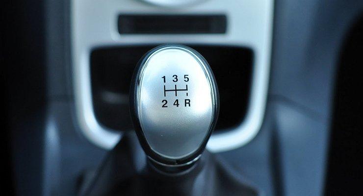 Зачем учиться ездить на«механике», если своя машина на«автомате»