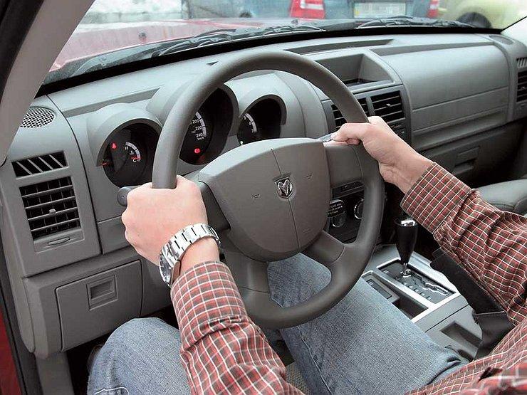 Почему водительское кресло нужно поднимать как можно выше