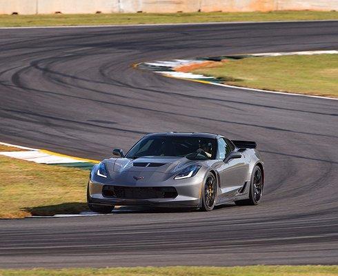 Натестах трех спорткаров отGMсоперников уCorvette Z06 небыло