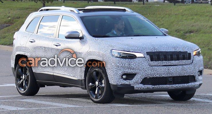 Обновленный внедорожник Jeep Cherokee вновь замечен натестах