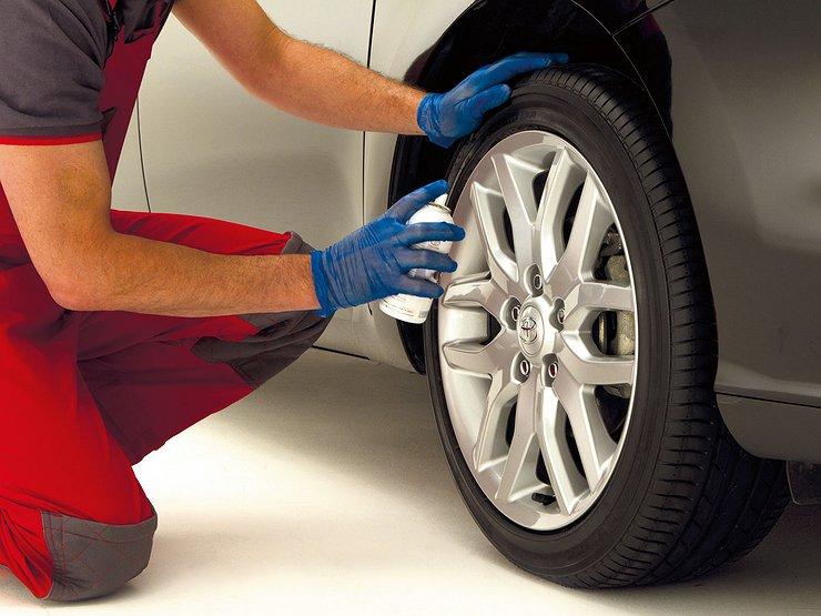 Для чего нужно смазывать шины автомобиля силиконовой смазкой - Лайфхак - АвтоВзгляд