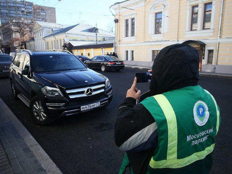 Оборванцы из АМПП: как «шкурят» столичных водителей пешие инспекторы Моспаркинга