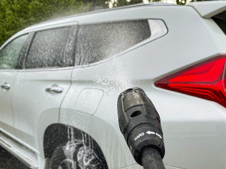 Раскрываем секрет: как отмыть машину лучше, чем на мойке