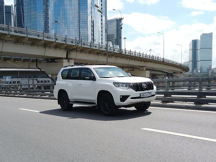 Размер имеет значение: видео тест-драйв обновленного Toyota Land Cruiser Prado