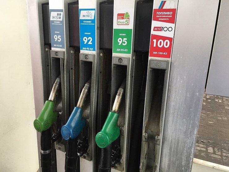 Чем грозит водителям отказ АЗС от бензина АИ-98