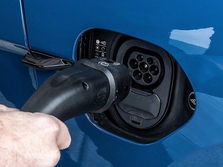 Привычка к убожеству: для чего власти хотят пересадить россиян на электромобили