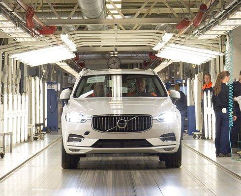 Сконвейера сошел первый Volvo XC60 новой генерации