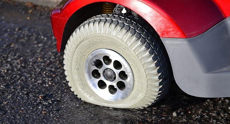 5причин, отчего сдуваются шины