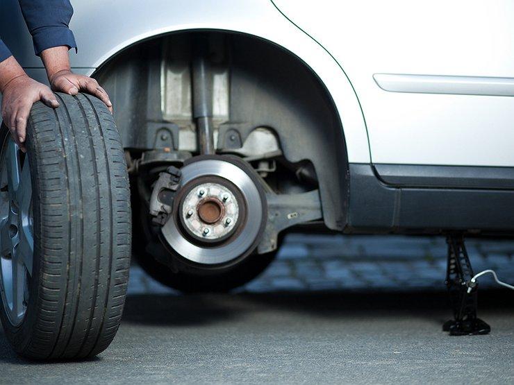 5 глупых и роковых ошибок, которые допускают водители при замене колеса