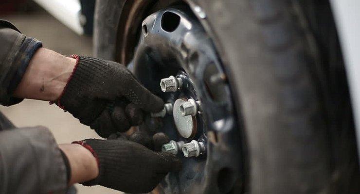 Новый онлайн сервис поможет пропустить «День жестянщика» исменить шины без очередей