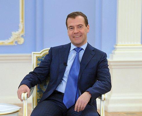Дмитрий Медведев заявил, что Россия неготова кбеспилотным автомобилям