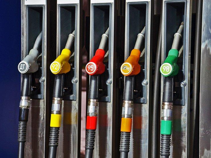 Какой у бензина срок годности, и когда теряются его полезные свойства