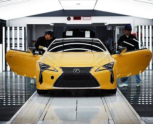 Новое купе Lexus LCвстало наконвейер