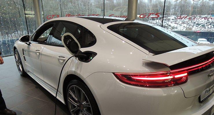 Porsche готовит квыпуску новейший электромобиль