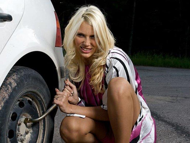 Блондинка за рулем: резиновые страдания