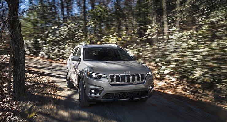 Рассекречен обновленный Jeep Cherokee