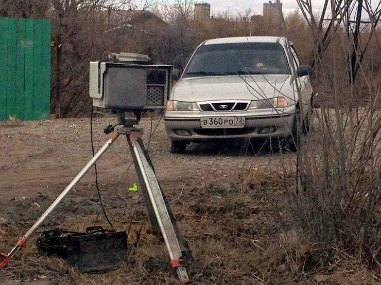 Перед камерами-треногами в кустах появятся предупреждающие таблички
