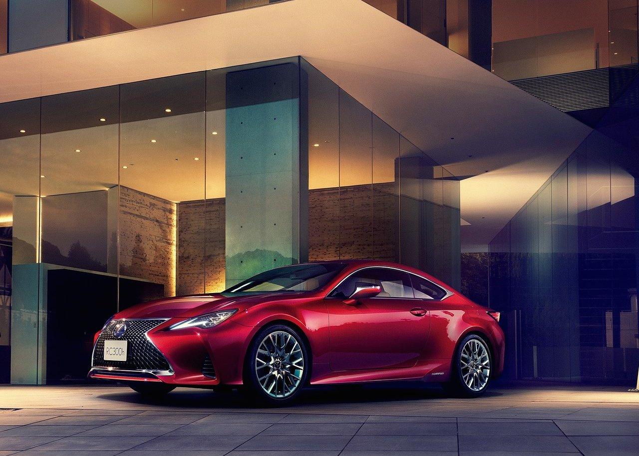 После обновления Lexus RCстал похож накупе LC
