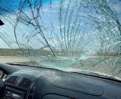 Как защитить лобовое стекло откамней исколов натрассе