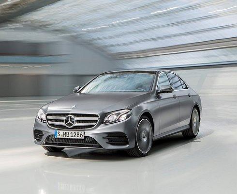 Продажи автомобилей премиум-класса подросли на3,8%