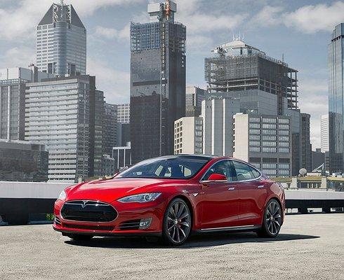 Tesla прекращает продажи самой дешевой Model S