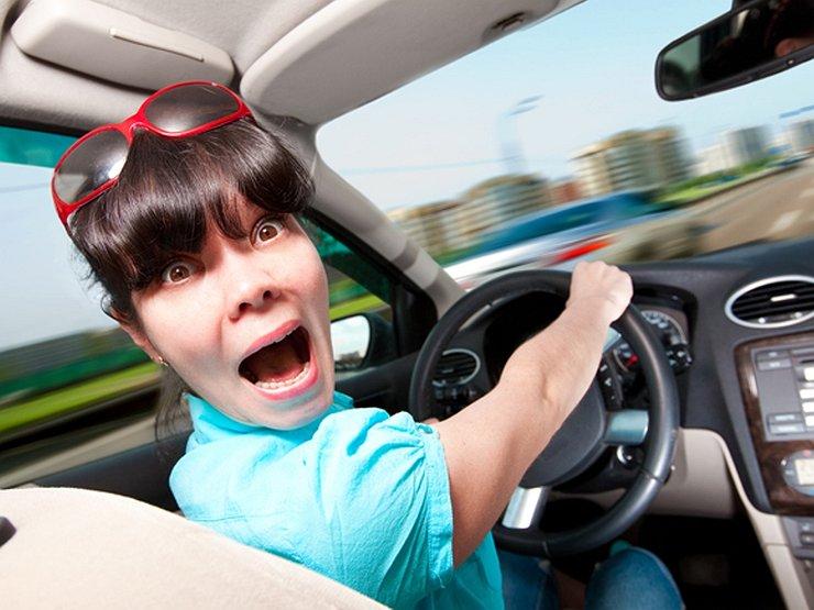 Мужчины или женщины попадают в аварии чаще