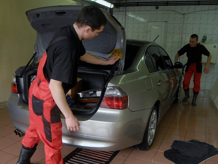 3 волшебных способа избавиться от неприятного запаха в багажнике авто