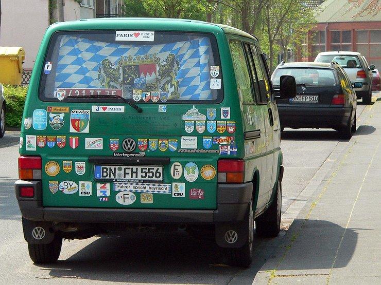 Власти хотят запретить автовладельцам обклеивать свои машины