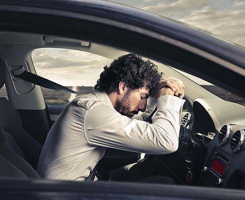Каждый третий водитель вРоссии засыпает зарулем