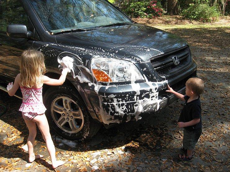 Модно ли около дома частного мыть машину