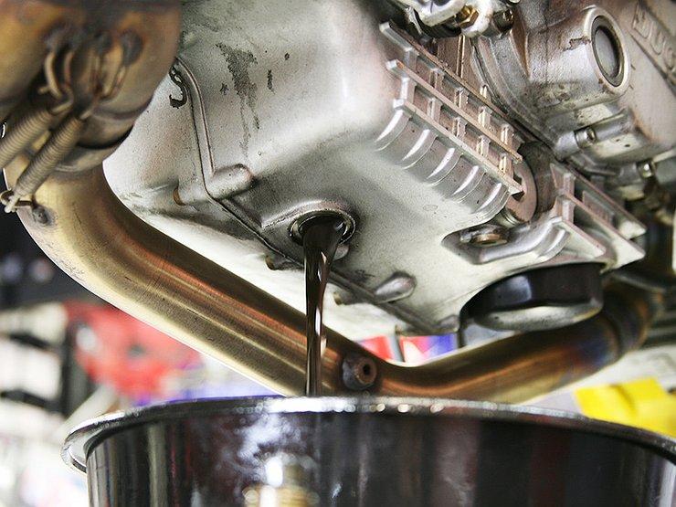 Почему не надо «промывать» двигатель перед заменой масла