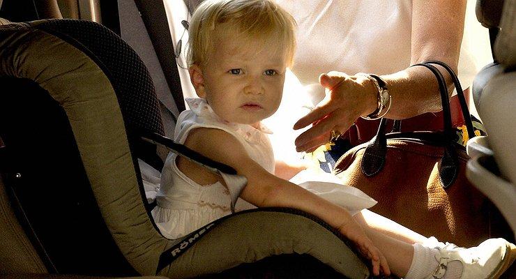 Где безопаснее ставить детское кресло вмашине