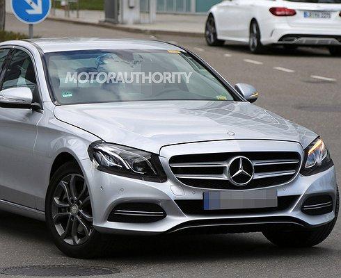 Опубликованы первые фотографии Mercedes-Benz C-класса 2019