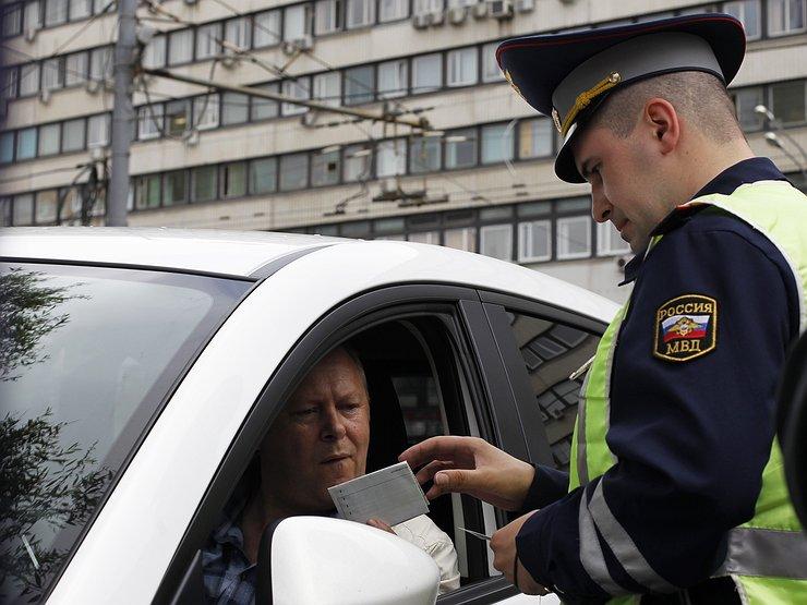 Что должен предъявить водитель инспектору гаи
