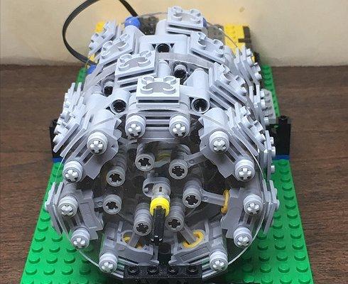 Изконструктора Lego собрали 28-цилиндровый мотор отбомбардировщика