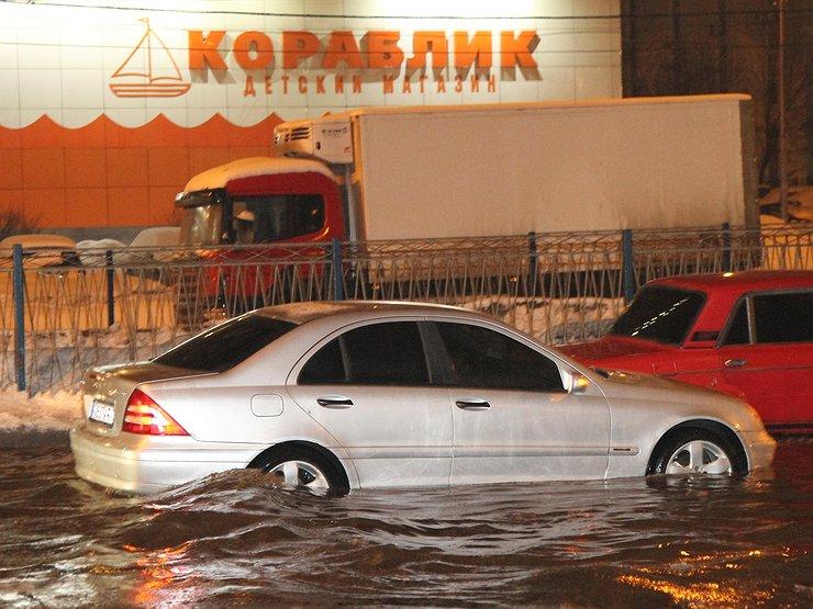 Что делать водителю и пассажирам, если машина начала тонуть