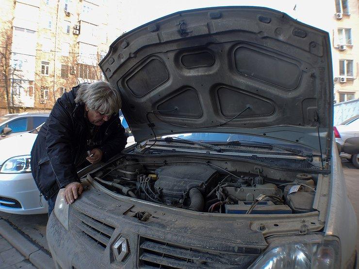 Как залить масло в двигатель, не пролив ни капли