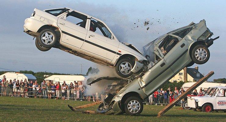 Что происходит снепристегнутыми людьми при лобовом столкновении машин