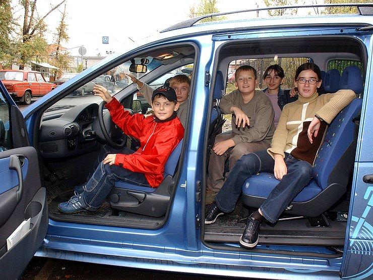 Ребенок вмашине обойдется шоферу в5000 руб. штрафа— Один дома