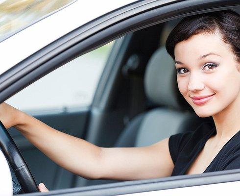 Увас усотклеился: чем опасны для женщины-водителя накладные ресницы иногти